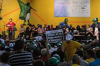 SAO PAULO, SP, 19.12.2013 - EXPO-CATADORES / DILMA ROUSSEFF - Ativistas em prol de Edward Snowden pedem assilo ao ex analista norte-americano que esta refugiado na Russia de durante encontro com Catadores de Materiais Recicláveis e com População em Situação de Rua no Anhembi - Centro de Exposições Pavilhão Oeste na regiao norte de Sao Paulo , nesta quinta-feira, 19. (Foto: Vanessa Carvalho / Brazil Photo Press).