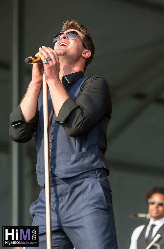 Robin Thicke performs at the 2014 Jazz and Heritage Festival in New Orleans, LA.