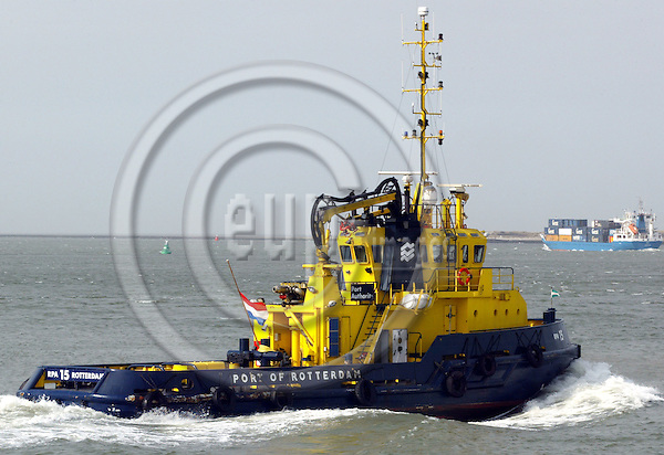 ROTTERDAM - NETHERLANDS - 15 MARCH 2003-- A tug - boat in the Rotterdam harbour with a container ship leaving for the open sea.-- PHOTO:  EUP-IMAGES / JUHA ROININEN