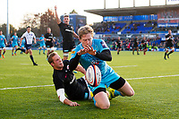 Scott Van Breda of Worcester Warriors scores a try in the first half. Premiership Rugby Cup match, between Saracens and Worcester Warriors on November 11, 2018 at Allianz Park in London, England. Photo by: Patrick Khachfe / JMP