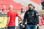 Rouven Schröder / Schroeder (Vorstand Sport 1. FSV Mainz 05) Frank Baumann (Geschäftsführer Fußball Werder Bremen) Begruessung<br /> <br /> <br /> Sport: nphgm001: Fussball: 1. Bundesliga: Saison 19/20: 33. Spieltag: 1. FSV Mainz 05 vs SV Werder Bremen 20.06.2020<br /> <br /> Foto: gumzmedia/nordphoto/POOL <br /> <br /> DFL regulations prohibit any use of photographs as image sequences and/or quasi-video.<br /> EDITORIAL USE ONLY<br /> National and international News-Agencies OUT.