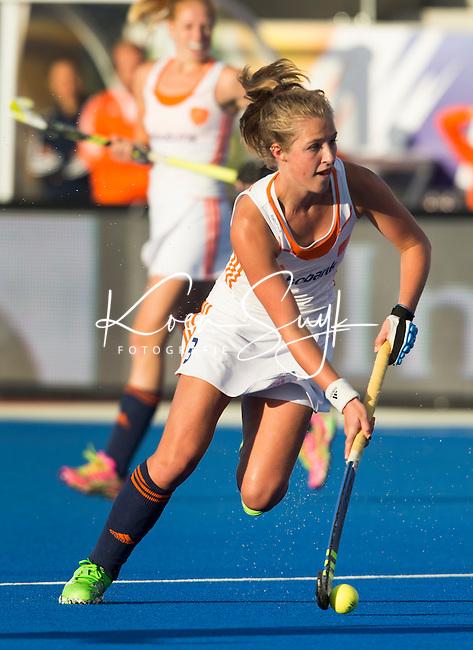 LONDEN -  Xan de Waard   tijdens  de wedstrijd tussen de dames van Nederland en Belgie bij  het Europees Kampioenschap hockey in Londen.   KOEN SUYK