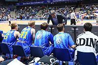 Ansprache von Trainer Frank Menz (Basketball Löwen Braunschweig) - 12.03.2017: Fraport Skyliners vs. Basketball Löwen Braunschweig, Fraport Arena Frankfurt