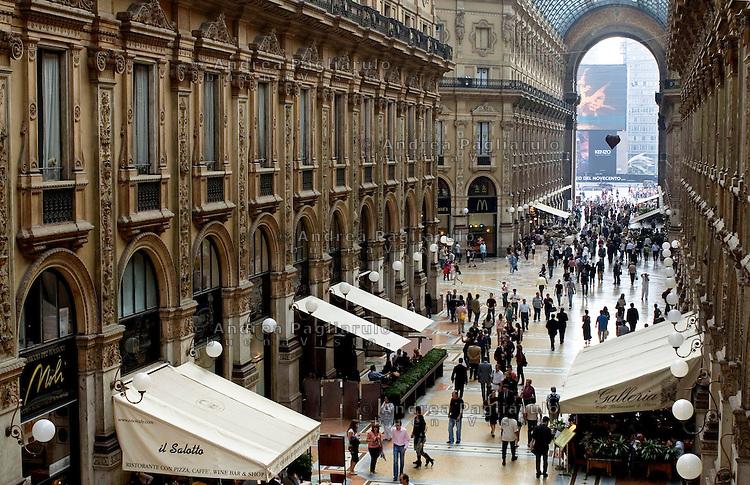 Italia, Milano,  30/09/2009..Galleria Vittorio Emanuele..Vittorio Emanuele Gallery..© Andrea Pagliarulo