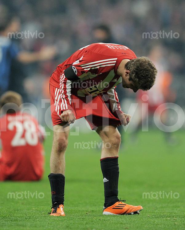 FUSSBALL   CHAMPIONS LEAGUE   SAISON 2010/2011 Achtelfinale 15.03.2011 FC Bayern Muenchen (re)- Inter Mailand Enttaeuschung FC Bayern; Thomas Mueller nach Spielende