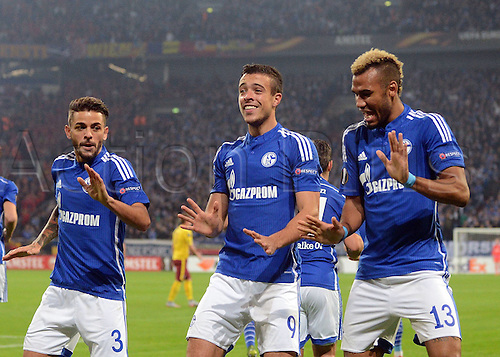 22.10.2015. Gelsenkirchen, Germany. UEFA Europa League football. FC Schalke versus Sparta Prague. Goal celebration, for the goal for 1:0 Junior Caicara (FC Schalke 04), Franco Di Santo (FC Schalke 04), Eric Maxim Choupo Moting (FC Schalke 04)