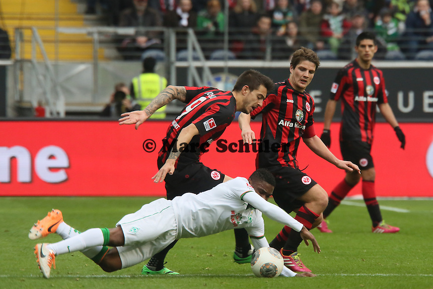 Joselu (Eintracht) gegen Cedrick Makiadi (Werder) - Eintracht Frankfurt vs. SV Werder Bremen