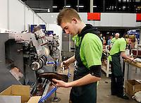 Skills Masters beurs in Rotterdam Ahoy. Banenbeurs/ Beroepskeuze beurs voor VMBO en MBO  leerlingen. Leerlingen kunnen kennismaken met diverse beroepen. Schoenmaker aan het werk