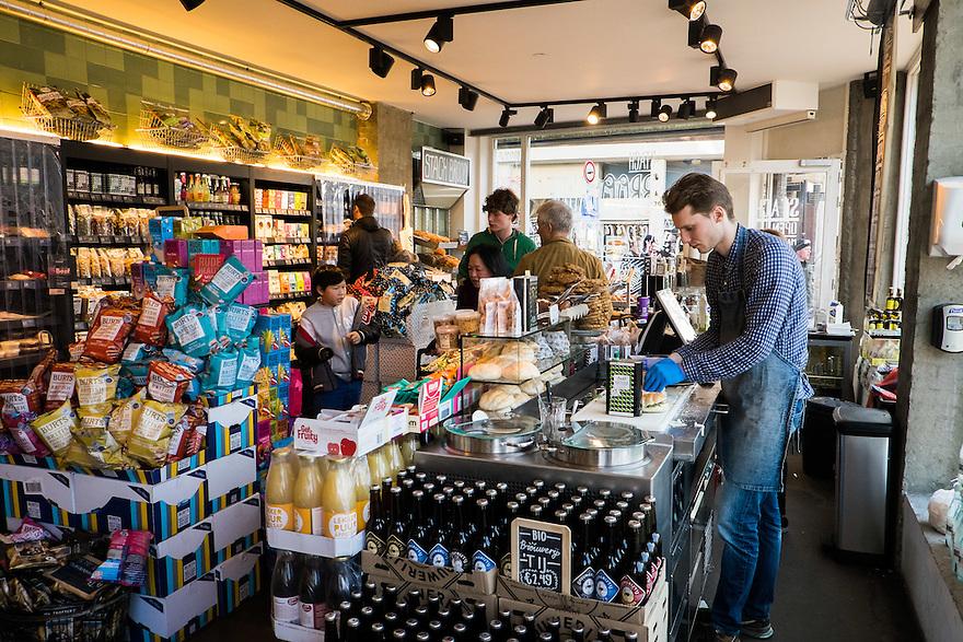 Nederland, Amsterdam, 8 maart  2015<br /> Nieuwe hippe winkel met voornamelijk biologische producten. Bij Stach kan je ook koffie drinken en broodjes eten.<br /> Foto: (c) Michiel Wijnbergh