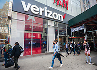 A Verizon Wireless store in New York on Thursday, April 20, 2017.  Verizon reported its first-ever loss of subscribers during the first-quarter as consumers left for other carriers. (© Richard B. Levine)