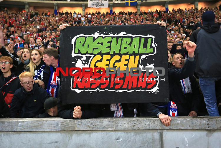 03.11.2018, OLympiastadion, Berlin, GER, DFL, 1.FBL, Hertha BSC VS. RB Leipzig, <br /> DFL  regulations prohibit any use of photographs as image sequences and/or quasi-video<br /> <br /> im Bild Leipziger Fans, Fanblock, Fan mit anti Rassismus Plakat<br /> <br />       <br /> Foto &copy; nordphoto / Engler