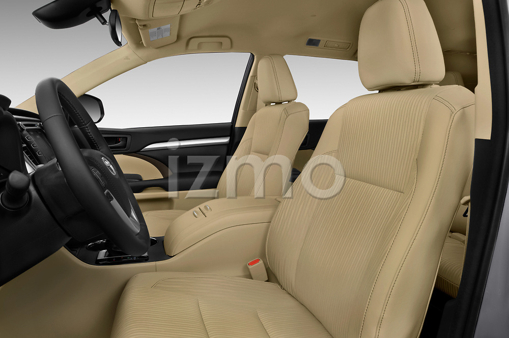 Front seat view of 2018 Toyota Highlander LE-Plus 5 Door SUV Front Seat  car photos