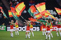 FUSSBALL  EUROPAMEISTERSCHAFT 2012   HALBFINALE Portugal - Spanien                  27.06.2012 Choreographie auf dem Spielfeld mit Fahnen der teilnehmenden Laender