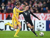 FUSSBALL   CHAMPIONS LEAGUE   SAISON 2012/2013   GRUPPENPHASE   FC Bayern Muenchen - FC Bate Borisov              05.12.2012 Edgar Olekhnovich (li, FC Bate Borisov) gegen Franck Ribery (FC Bayern Muenchen)