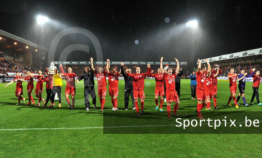 KV Kortrijk - Club Brugge KV : de kortrijkspelers gaan de supporters groeten na de wedstrijd<br /> foto VDB / Bart Vandenbroucke