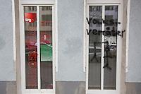 16-03-19 SPD Bürgerbüro in Neukölln mit Volksverräter besprüht