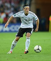 FUSSBALL  EUROPAMEISTERSCHAFT 2012   VIERTELFINALE Deutschland - Griechenland     22.06.2012 Mesut Oezil (Deutschland) Einzelaktion am Ball