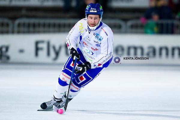 Stockholm 2013-02-10 Bandy Elitserien , Hammarby IF - IFK Vänersborg :  .Vänersborg 57 Joakim Hedqvist  i aktion.(Byline: Foto: Kenta Jönsson) Nyckelord:  porträtt portrait