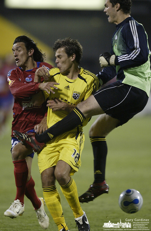 08 November 2006: CSD Municipal's Mario Rodriguez, left, and Columbus Crew's Stefani Miglioranzi, center, collide with Crew goal keeper Noah Palmer during the second half in Columbus, Ohio.<br />