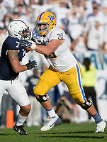 STATE COLLEGE, PA - SEPTEMBER 09:  Pitt T Brian O'Neill (70) run blocks Penn State LB Koa Farmer (7). The Penn State Nittany Lions defeated the Pittsburgh Panthers 33-14 in the Keystone Classic September 9, 2017 at Beaver Stadium in State College, PA. (Photo by Randy Litzinger/Icon Sportswire)