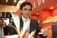SAO PAULO, 17 DE JULHO DE 2012 - ELEICOES 2012 CHALITA - O candidato a prefeito de São Paulo Gabriel Chalita (PMDB) em visita a FIPAN, Feira Internacional da Panificação, Confeitaria e do Varejo Independente de Alimentos, no Expo Center Norte na manha desta terca feira, regiao norte da capital. FOTO: ALEXANDRE MOREIRA - BRAZIL PHOTO PRESS
