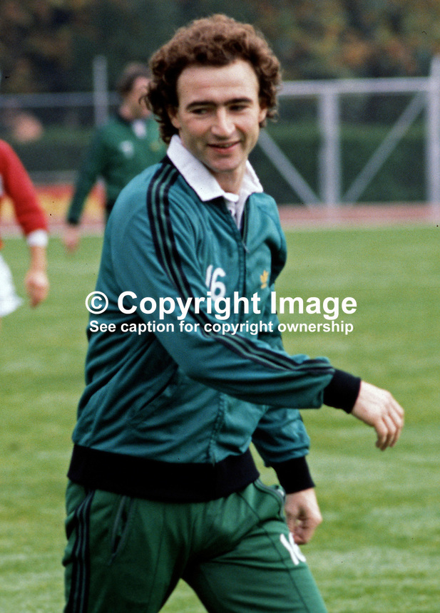 Martin O'Neill, footballer, Nottingham Forest FC & N Ireland, November 1980, 198011000358g..Copyright Image from Victor Patterson, 54 Dorchester Park, Belfast, UK, BT9 6RJ..Tel: +44 28 9066 1296.Mob: +44 7802 353836.Voicemail +44 20 8816 7153.Skype: victorpattersonbelfast.Email: victorpatterson@mac.com.Email: victorpatterson@ireland.com (back-up)..IMPORTANT: If you wish to use this image or any other of my images please go to www.victorpatterson.com and click on the Terms & Conditions. Then contact me by email or phone with the reference number(s) of the image(s) concerned.