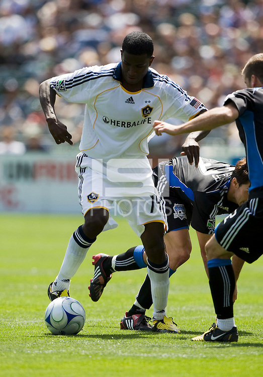 June 20, 2009: Edson Buddle of Galaxy works his way around Earthquakes  defenders during a game at Coliseum in Oakland, California. San Jose Earthquakes defeated Los Angeles, 2-1