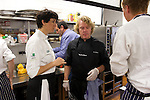 Aizpea Oihaneder y Kenneth Sillman durante el encuentro en jovenes cocineros vascos (Sukatalde) y cocineros suecos