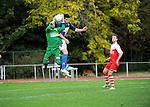 2015-10-25 / Voetbal / Seizoen 2015-2016 / FC Turnhout - KV Vosselaar / PieterJan Du Pont, doelman van Vosselaar, is net sneller bij de bal dan Alan Ven<br /><br />Foto: Mpics.be
