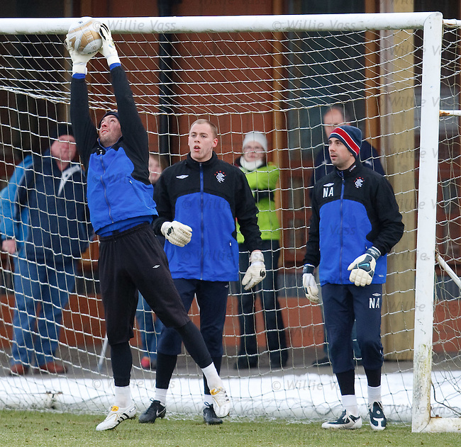 He dives to the left, he dives to the right, Allan McGregor is training alright