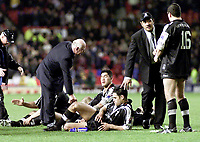 Picture by Shaun Flannery\SWpix.com - 25/11/00 - Rugby League World Cup Final 2000 - Australia v New Zealand, Old Trafford, Manchester, England - Dejected New Zealand squad members.