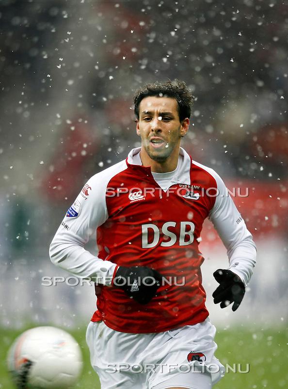 Nederland, Alkmaar, 23 november 2008..Eredivisie .Seizoen 2008-2009.AZ-Ajax (2-0).Mounir El Hamdaoui van AZ in actie met de bal