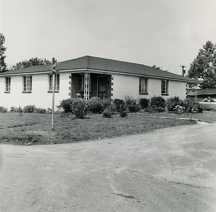 1969  May  20..Redevelopment.Bell-Diamond (A-1-3).Berkley...Millard Arnold.NEG#MDA69-42-4..