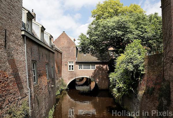 Nederland  Den Bosch  2016 . De Binnendieze.   Foto  Berlinda van Dam / Hollandse Hoogte