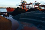Germany, Hamburg, Hansaport import of coal and ore / DEUTSCHLAND, Hamburg, Hansaport, Import von Kohle und Erz, Entladung von kannadischer Kohle vom Schiff Contamines