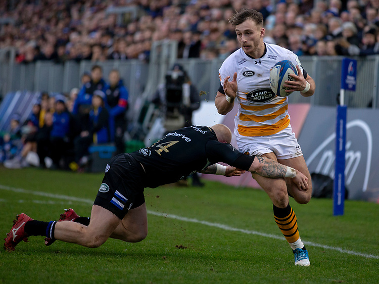 Wasps' Josh Bassett evades the tackle of Bath Rugby's Tom Homer<br /> <br /> Photographer Bob Bradford/CameraSport<br /> <br /> European Rugby Heineken Champions Cup Pool 1 - Bath Rugby v Wasps - Saturday 12th January 2019 - The Recreation Ground - Bath<br /> <br /> World Copyright © 2019 CameraSport. All rights reserved. 43 Linden Ave. Countesthorpe. Leicester. England. LE8 5PG - Tel: +44 (0) 116 277 4147 - admin@camerasport.com - www.camerasport.com