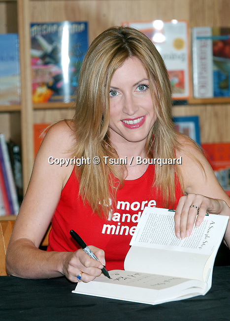 """Heather Mills McCartney was signing her latest book: """" A Single Step """" at Border Books Northridge in Los  Angeles. October 30, 2002.           -            MillsMcCartneyHeather08.jpg"""