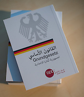 2016/02/03 Grundgesetz auf Arabisch