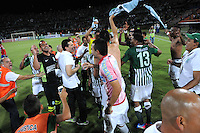 MEDELLIN - COLOMBIA-07-07-2013: Jugadores del Atletico Nacional, celebran la clasificación a la final depues de vencer al Deportivo Pasto en el estadio Atanasio Girardot de la ciudad de Medellin, julio 7 de 2013. Atletico Nacional y Deportivo Pasto durante partido por la sexta fecha de los cuadrangulares semifinales de la Liga Postobon I. (Foto: VizzorImage / Luis Rios / Str). The players of Atletico Nacional celebrate the qualifier to the final after beating Deportivo Pasto in the Atanasio Girardot stadium in Medellin City, July 7, 2013. Atletico Nacional and Deportivo Pasto, during match for the sixth round of the semi finals of the Postobon League I. (Photo: VizzorImage / Luis Rios / Str).