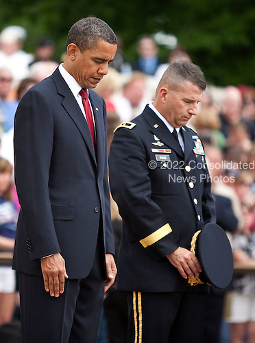 Arlington, VA - May 25, 2009 -- United States President Barack Obama and Major General Richard Rowe, commander of the Military District of Washington, D.C., pray after placing a wreath at the Tomb of the Unknown Soldier during Memorial Day Ceremonies at Arlington National Cemetery in Arlington, VA, U.S.,  Monday, May 25, 2009.  .Credit: Joshua Roberts - Pool via CNP...