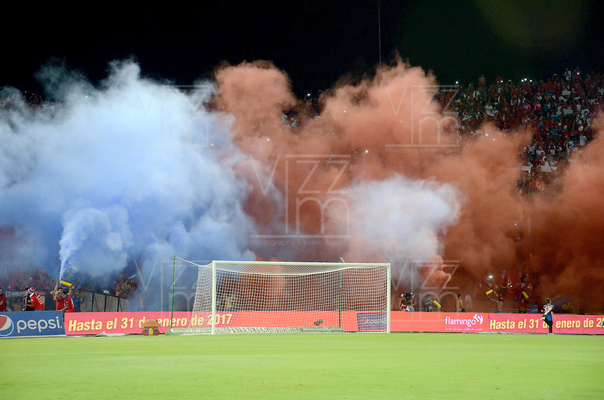 MEDELLIN - COLOMBIA - 21 - 01 -2017: Hinchas de Deportivo Independiente Medellin, animan a su equipo durante partido de ida entre Deportivo Independiente Medellin y el Independiente Santa Fe, por la SuperLiga Aguila 2017 en el estadio Atanasio Girardot de la ciudad de Medellin. / Fans of Deportivo Independiente Medellin, cheer for their team during a match for the first round between Deportivo Independiente Medellin and Independiente Santa Fe, for the SuperLiga Aguila 2017  at the Atanasio Girardot stadium in Medellin city. Photo: VizzorImage /  Leon Monsalve / Cont.