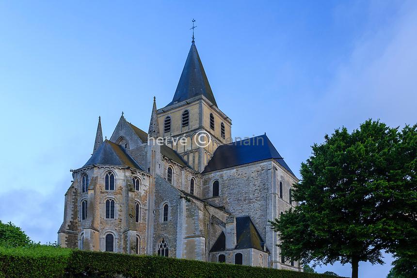 France, Manche (50), Cerisy-la-Forêt, l'église abbatiale à l'aube // France, Manche, Cerisy la Foret, the abbey church at dawn