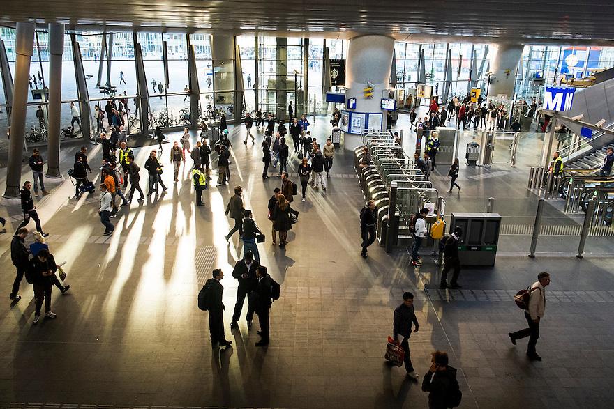 Nederland, Amsterdam, 4 okt 2014<br /> NS en metrostation Amsterdam Bijlmer Arena.<br /> <br /> Foto: Michiel Wijnbergh