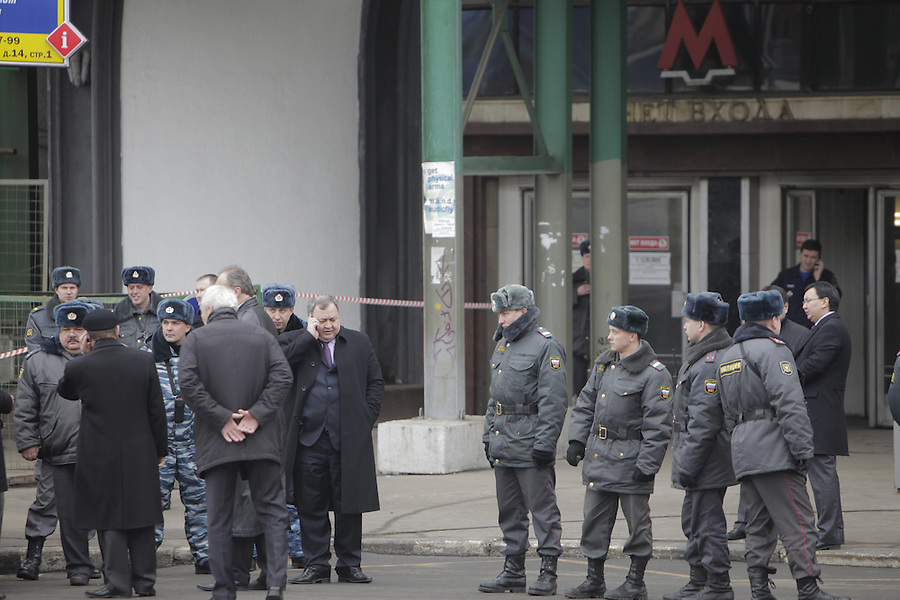 Moscow, Russia, 29/03/2010..Scenes outside Lubyanka metro station, where at least 24 people were killed in a morning rush hour suicide bombing. A second bomb exploded at Park Kultury metro station, killing at least another 14 people. Federal security officers at the scene with police..