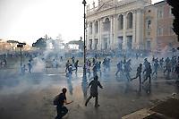 """Un momento degli scontri tra black block e polizia in Piazza San Giovanni.Riots in Saint John square during the """"Occupy wall street"""" demonstration in Rome"""