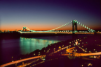Night scene of the George Washington Bridge in New York City