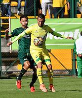 BOGOTA - COLOMBIA -05 -11-2016: Andres Restrepo (Izq.) jugador de La Equidad disputa el balón con John Perez (Der.) jugador de Atletico Bucaramanga, durante partido entre La Equidad y Atletico Bucaramanga, por la fecha 19 de la Liga Aguila II-2016, jugado en el estadio Metropolitano de Techo de la ciudad de Bogota. / Andres Restrepo (L) player of La Equidad vies for the ball with John Perez (R) player of Atletico Bucaramanga, during a match La Equidad and Atletico Bucaramanga, for the  date 19 of the Liga Aguila II-2016 at the Metropolitano de Techo Stadium in Bogota city, Photo: VizzorImage  / Luis Ramirez / Staff.