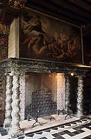 Europe/Belgique/Flandre/Province d'Anvers/Anvers : Le musée de la Maison des Brasseurs (XVI°) - La cheminée