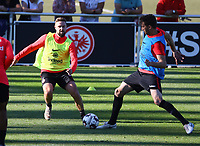 David Abraham (Eintracht Frankfurt) gegen Marc Stendera (Eintracht Frankfurt) - 10.10.2018: Eintracht Frankfurt Training, Commerzbank Arena, DISCLAIMER: DFL regulations prohibit any use of photographs as image sequences and/or quasi-video.