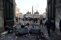 Roma, 14 Dicembre 2010.Piazza del Popolo.Manifestazione contro la fiducia al governo Berlusconi, scontri con la polizia, incendi e barricate